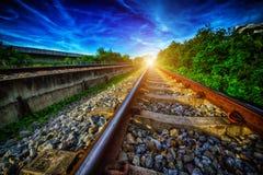 到达培训的平台铁路 免版税库存照片