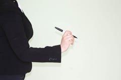 到达天空的企业概念金黄回归键所有权 一个新的想法和铅笔 库存照片