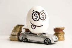到达天空的企业概念金黄回归键所有权 企业汽车设计要素 一个鸡蛋与 免版税库存图片
