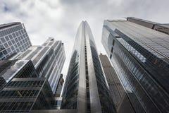 到达天空的美丽的摩天大楼 图库摄影