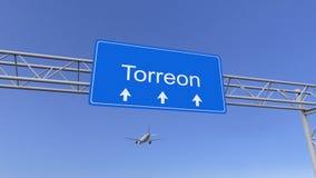 到达对Torreon机场的商业飞机 旅行到墨西哥概念性3D翻译 免版税库存照片
