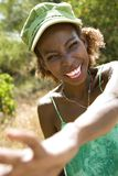 到达微笑的妇女的现有量 免版税库存照片