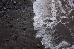 到达海滩,马德拉岛的通知 免版税库存照片