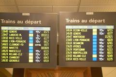 到达Gare de Lyone Station,巴黎,法国的火车的日程表 免版税库存照片