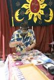 制作他的宝石工人工作 免版税库存图片