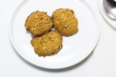 制作曲奇饼用燕麦和没有加的糖 库存照片