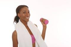 制定出和做健身活动的愉快的少妇 免版税库存照片