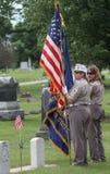 制服的女性退伍军人有美国国旗的 库存图片
