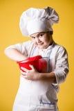 制服的小男孩厨师 免版税图库摄影