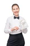 制服的愉快的女服务员有一杯的酒和餐巾 图库摄影