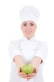 制服的年轻可爱的厨师妇女用绿色苹果isolat 免版税库存图片