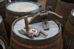 制桶工场用工具加工传统 免版税库存图片