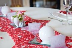 制表在Valentin的日装饰的红色的设置 图库摄影