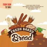 从制表的农场的新鲜的被烘烤的面包 免版税库存图片
