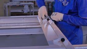 制造业工作 铝和PVC窗口和门生产的工厂 塑料Pvc的设施辅助部件 免版税库存照片