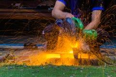 制造业有铁闪光的切割机 免版税库存照片