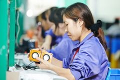 制造业的中国男性工作者 免版税库存照片