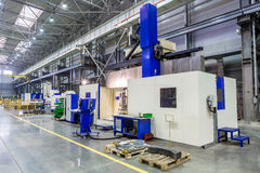 制造垂直的机械中心的内部金属 免版税库存图片