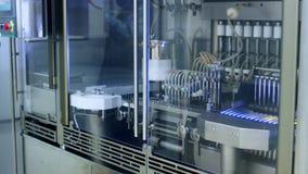 制造线的配药小瓶 工业制药 影视素材