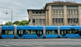 制造Gorica和蓝色电车的工厂 免版税库存照片