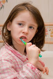 刷女孩牙 免版税库存照片