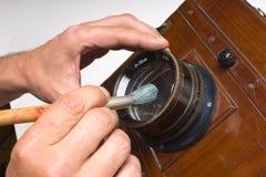 刷子清理透镜 库存图片