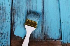 刷子绘蓝色在木头 图库摄影