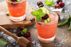 刷新的夏天鸡尾酒用樱桃 库存照片