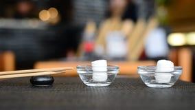 刷新的餐巾和筷子在日本餐馆 股票视频