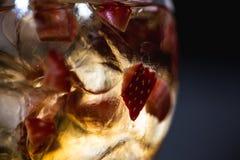 刷新的coctail用草莓 免版税库存图片