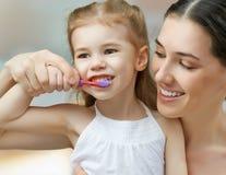 刷牙 免版税库存图片
