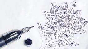 刺字枪、邮票和一些墨水纹身花刺的 免版税图库摄影