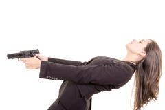 刺客与两杆枪的女孩画象 免版税图库摄影