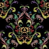 刺绣五颜六色的花卉无缝的样式 挂毯传染媒介bac 免版税图库摄影