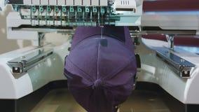 刺绣成交在盖帽的商标 图库摄影