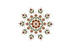 刺绣橙色花的卵形装饰品在与叶子的茎和从的一个波浪框架在白色背景的小珠 库存图片