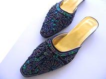 刺绣穿上鞋子妇女 免版税图库摄影