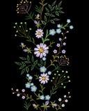 刺绣纹理花无缝的边界 花卉时尚装饰织物装饰品 小草本领域雏菊 库存照片
