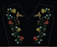 刺绣缝与哼唱着鸟, colibri鸟飞行,红色 免版税图库摄影