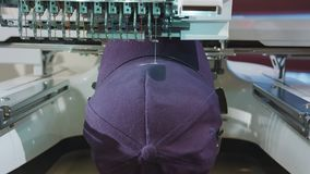 刺绣成交在盖帽的商标 股票录像