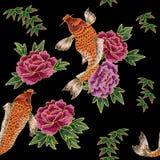 刺绣用日本鲤鱼和花 免版税图库摄影