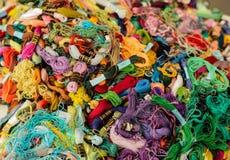 刺绣的明亮的色的螺纹 图库摄影