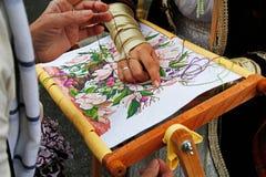 刺绣的主要类在Tverskaya街上的城市天在莫斯科 免版税图库摄影