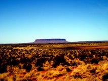 刻替斯春天,澳大利亚- 17/09/2009 :在登上Conner,在Kata Tjuta附近的一座桌山的看法在内地澳大利亚人 库存图片