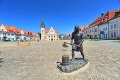 刽子手古铜色雕象在Bardejov 免版税库存图片