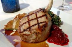 剁烤猪肉 库存照片