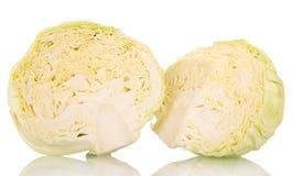 削减在白色隔绝的未加工的圆白菜头 图库摄影