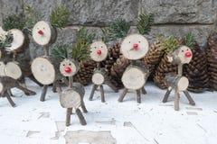 削减树枝圣诞节驯鹿雕塑 库存图片