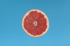 削减葡萄柚一半 免版税库存照片