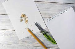 削尖写的信或笔记一支铅笔 3d例证图象办公室工作场所 免版税库存照片